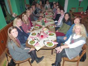Die Gymnastikgruppe um Susanne Weiße feierte ihre Weihnachtsfeier im Cafe Konkurs