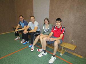 Stollenturnier 2017, die Badmintonspieler warten auf ihren Einsatz