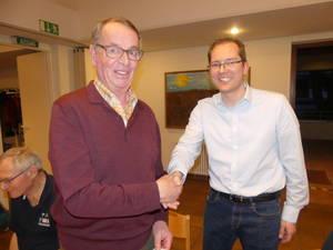 TVB Holger Hütig gratuliert Dieter Hormes für seine Dienste