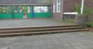 Barrierefreie Treppe an der Sporthalle Kohlplatzweg