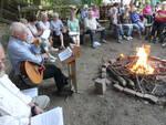 Abendwanderung, Pfarrer Uwe Degen, mit Gitarre, spielte alte Wanderlieder