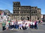 Reisegruppe - in Trier vor der Porta Nigra